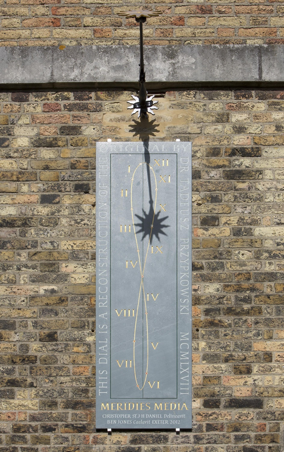 The Greenwich Royal Observatory's noon mark. © Christopher St J. H. Daniel, CC-BY-SA-3.0